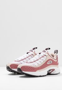 Reebok Classic - DAYTONA DMX II RETRO INSPIRED SHOES - Matalavartiset tennarit - buff/rosdus/eggpla - 4