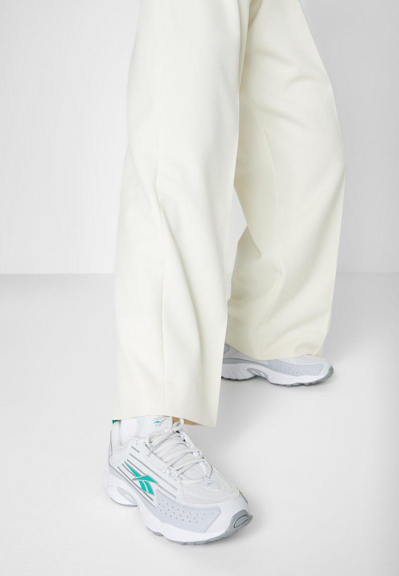 Reebok Classic - DMX SERIES 2K SOFT SUPPORTIVE FEEL - Sneakers laag - porcel/grey/emerald