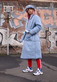Reebok Classic - DMX SERIES 2K SOFT SUPPORTIVE FEEL - Sneakersy niskie - white/hyper pink/cobalt - 3