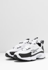 Reebok Classic - DMX SERIES 2K SOFT SUPPORTIVE FEEL - Sneaker low - white/black/silver metallic - 4