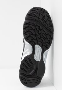 Reebok Classic - DMX SERIES 2K SOFT SUPPORTIVE FEEL - Sneaker low - white/black/silver metallic - 6