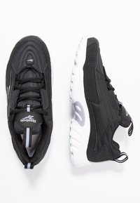 Reebok Classic - DMX SERIES 2K SOFT SUPPORTIVE FEEL - Sneakersy niskie - black/white/dendus - 3