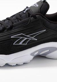 Reebok Classic - DMX SERIES 2K SOFT SUPPORTIVE FEEL - Sneakersy niskie - black/white/dendus - 2