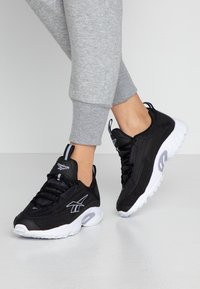 Reebok Classic - DMX SERIES 2K SOFT SUPPORTIVE FEEL - Sneakersy niskie - black/white/dendus - 0