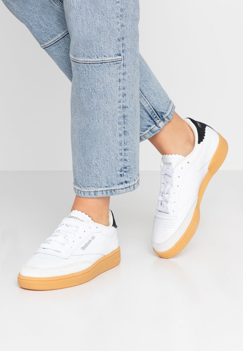 Reebok Classic - CLUB C 85 LIGHT LEATHER UPPER SHOES - Sneaker low - white/silver metallic