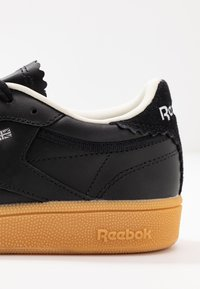Reebok Classic - CLUB C 85 LIGHT LEATHER UPPER SHOES - Sneakers - black/silver metallic - 2