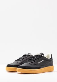 Reebok Classic - CLUB C 85 LIGHT LEATHER UPPER SHOES - Sneakers - black/silver metallic - 4