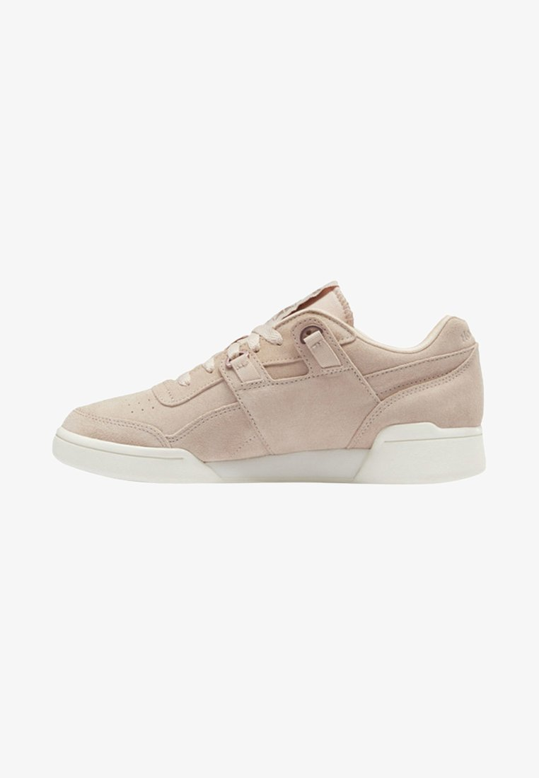Reebok Classic - WORKOUT LO PLUS SHOES - Trainers - pink/off-white