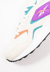 Reebok Classic - TORCH HEX LIGHT BREATHABLE SHOES - Trainers - chalk/pink/grape/white - 2
