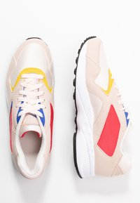 Reebok Classic - TORCH HEX LIGHT BREATHABLE SHOES - Baskets basses - pale pink/cobalt/yellow - 3