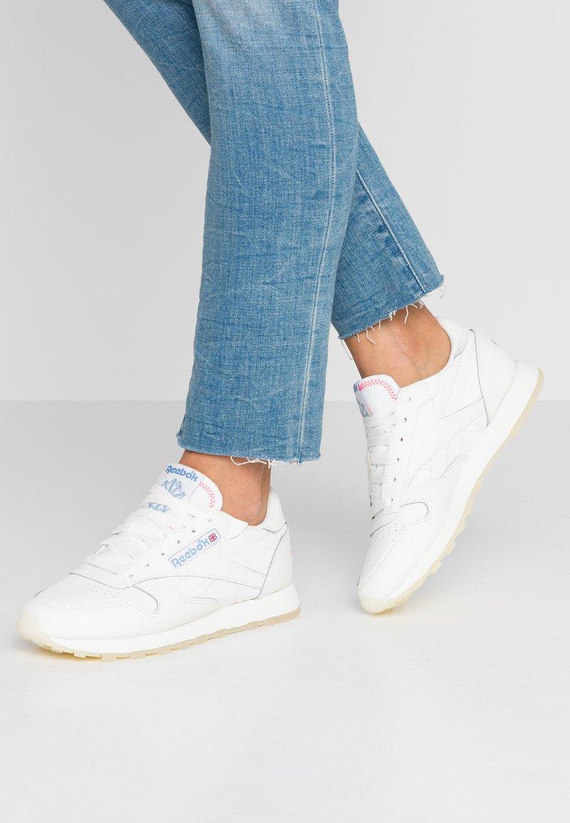 Reebok Classic - Sneaker low - white/chalk/none