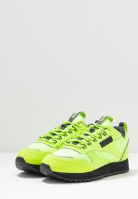 Reebok Classic - CLASSIC LEATHER RIPPLE TRAIL - Sneakersy niskie - neolime/trace grey - 4