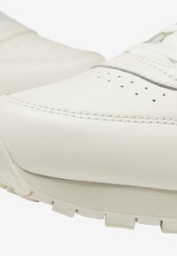 Reebok Classic - CLASSIC LEATHER SHOES - Sneakers basse - white - 9