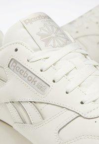 Reebok Classic - CLASSIC LEATHER SHOES - Matalavartiset tennarit - white - 8