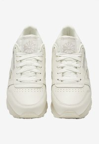 Reebok Classic - CLASSIC LEATHER SHOES - Sneakers basse - white - 7
