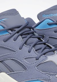 Reebok Classic - AZTREK 96 SHOES - Trainers - blue/blue/pink - 6