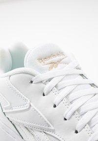 Reebok Classic - COURT DOUBLE MIX - Sneakersy niskie - white/panton - 2