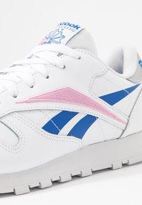 Reebok Classic - Sneaker low - white/humble blue/pink - 2
