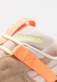 Reebok Classic - AZTREK 96 ADVENTURE - Zapatillas - stucco/sand beige/solar orange - 2