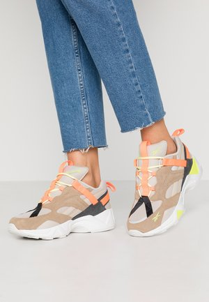 AZTREK 96 ADVENTURE - Sneakersy niskie - stucco/sand beige/solar orange