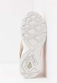 Reebok Classic - AZTREK 96 ADVENTURE - Zapatillas - stucco/sand beige/solar orange - 6