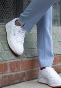 Reebok Classic - CLUB C DOUBLE - Sneakersy niskie - white - 4