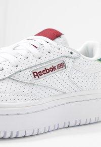 Reebok Classic - CLUB C DOUBLE - Baskets basses - white/heritage teal/merlot - 2