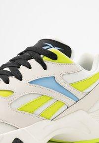 Reebok Classic - AZTREK 96 - Zapatillas - stucco/fluo blue/sesoye - 2