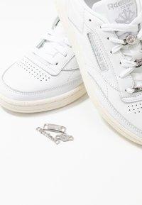 Reebok Classic - CLUB C 85 - Baskets basses - white/silver metallic - 7
