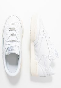 Reebok Classic - CLUB C 85 - Sneakersy niskie - white/silver metallic - 3