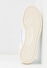 Reebok Classic - CLUB C 85 - Sneakersy niskie - white/silver metallic - 6
