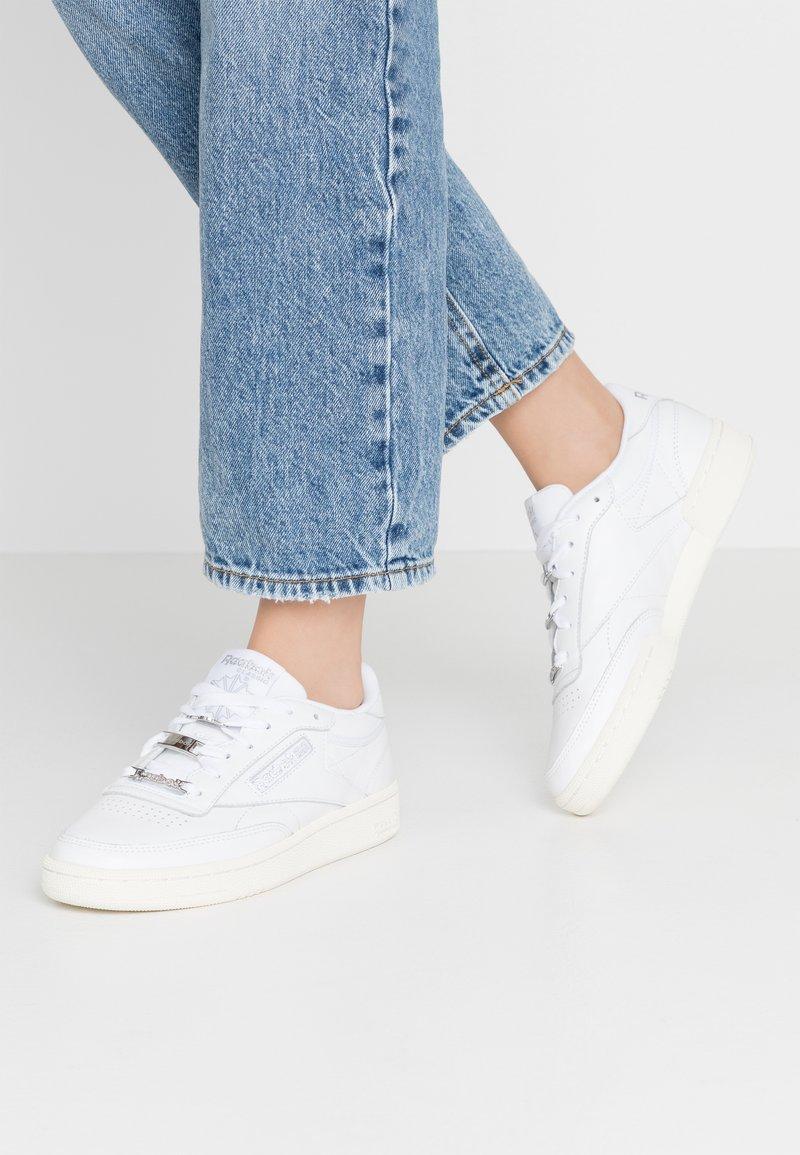Reebok Classic - CLUB C 85 - Sneakersy niskie - white/silver metallic
