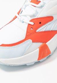 Reebok Classic - AZTREK DOUBLE  - Matalavartiset tennarit - vivid orange/glass blue/white - 2