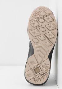 Reebok Classic - AZTREK DOUBLE  - Zapatillas - cold grey/modern beige/chalk - 6