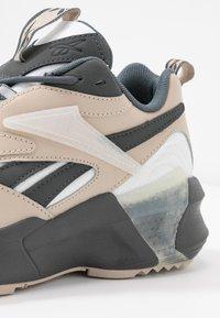 Reebok Classic - AZTREK DOUBLE  - Zapatillas - cold grey/modern beige/chalk - 2