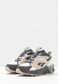 Reebok Classic - AZTREK DOUBLE  - Zapatillas - cold grey/modern beige/chalk - 4