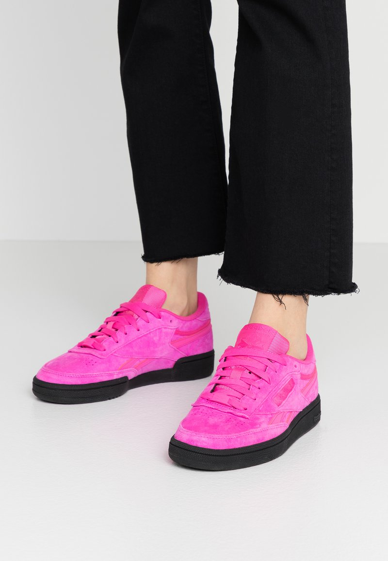 Reebok Classic - CLUB  - Sneakersy niskie - dynamic pink/black