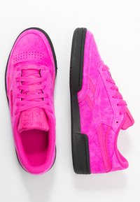 Reebok Classic - CLUB  - Sneakersy niskie - dynamic pink/black - 3