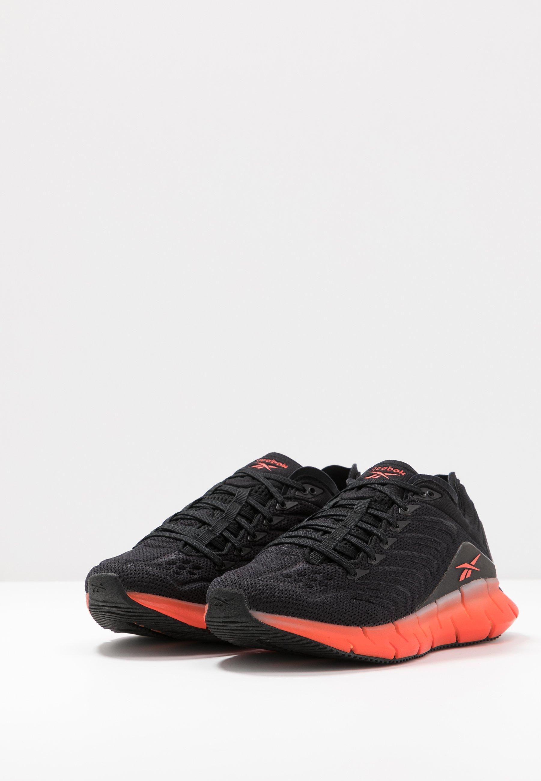Reebok Classic ZIG KINETICA - Sneakersy niskie - black/sun orange/vivdor