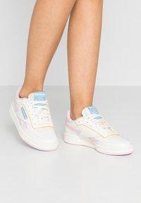 Reebok Classic - CLUB C REVENGE - Sneakers laag - chalk/pixel pink/chalk - 0
