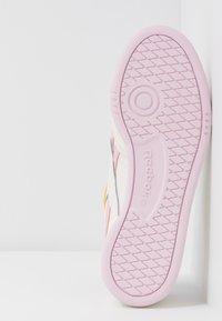 Reebok Classic - CLUB C REVENGE - Sneakers laag - chalk/pixel pink/chalk - 6