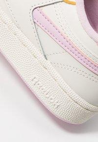 Reebok Classic - CLUB C REVENGE - Sneakers laag - chalk/pixel pink/chalk - 2
