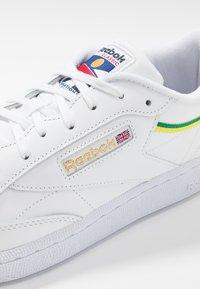 Reebok Classic - CLUB C 85 - Zapatillas - white/heryel - 5