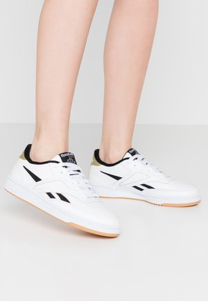 CLUB REVENGE MARK - Trainers - white/black/gold metallic