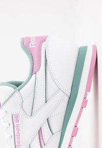 Reebok Classic - Sneakersy niskie - white/green slate/jasmine pink - 2