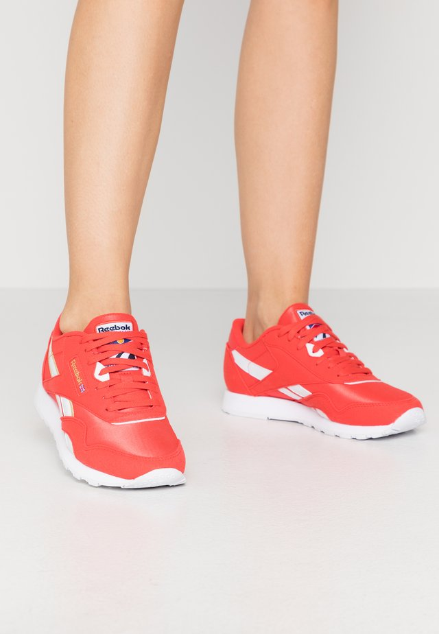 Sneaker low - radiant red/white