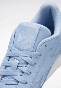 Reebok Classic - CLASSIC LEATHER SHOES - Joggesko - fluid blue - 8