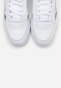 Reebok Classic - CLUB DOUBLE - Sneakers laag - white/silver metallic/black - 5