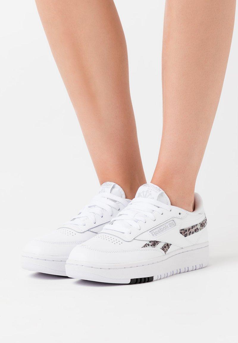 Reebok Classic - CLUB DOUBLE - Sneakers laag - white/silver metallic/black