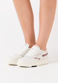 Reebok Classic - CLUB DOUBLE - Sneakers laag - chalk/rose gold/black - 0